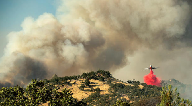 California fire threatens 600 buildings after thousands evacuated