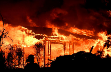 Deadly California wildfire spreads as police report 17 people missing