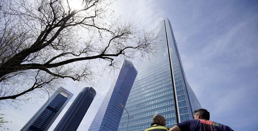Over Bomb Threats, Madrid Skyscraper Housing Embassies Was Removed
