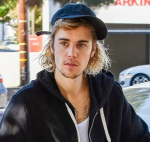 Justin Beiber Shares His New Laurel Wreath Tattoo in a Shirtless Selfie