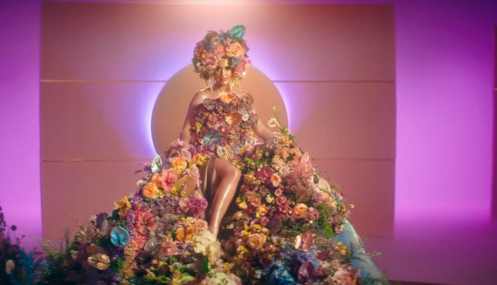 Katy Perry Reveals Her Pregnancy in a New Music Video, Never Worn White | tnbclive.com